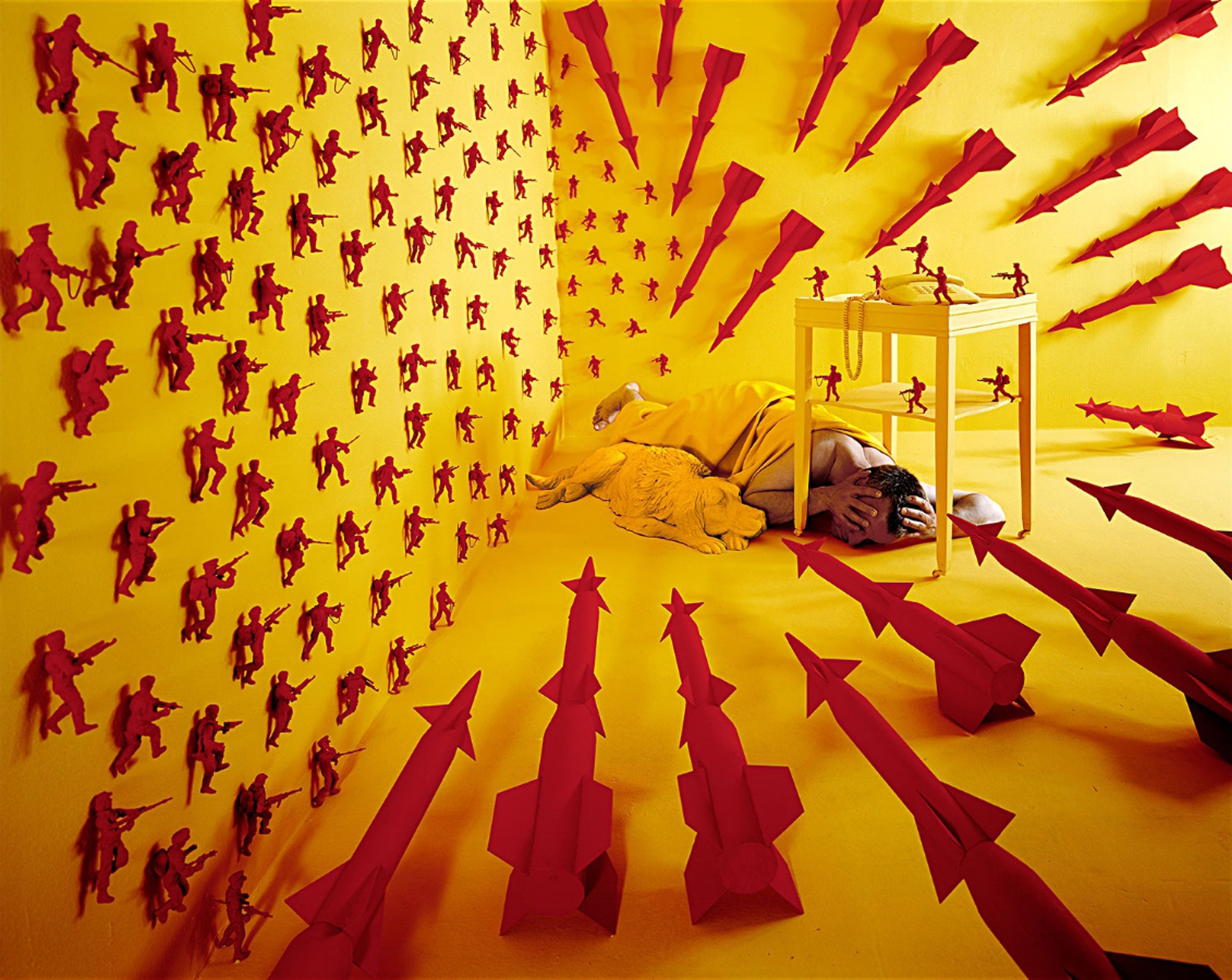 The Cold War (1999) by Sandy Skoglund - Pako Campo