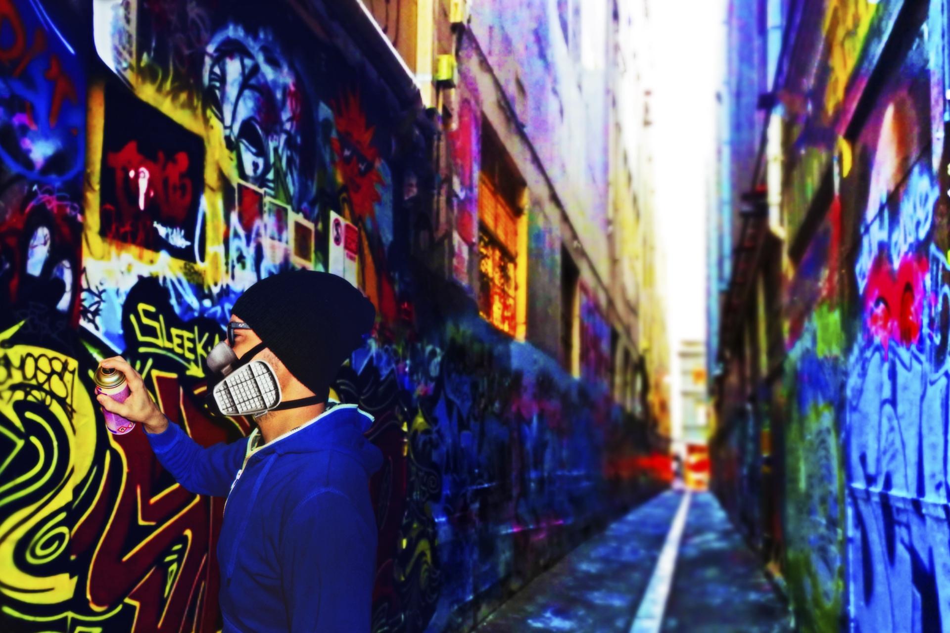 Graffitiing