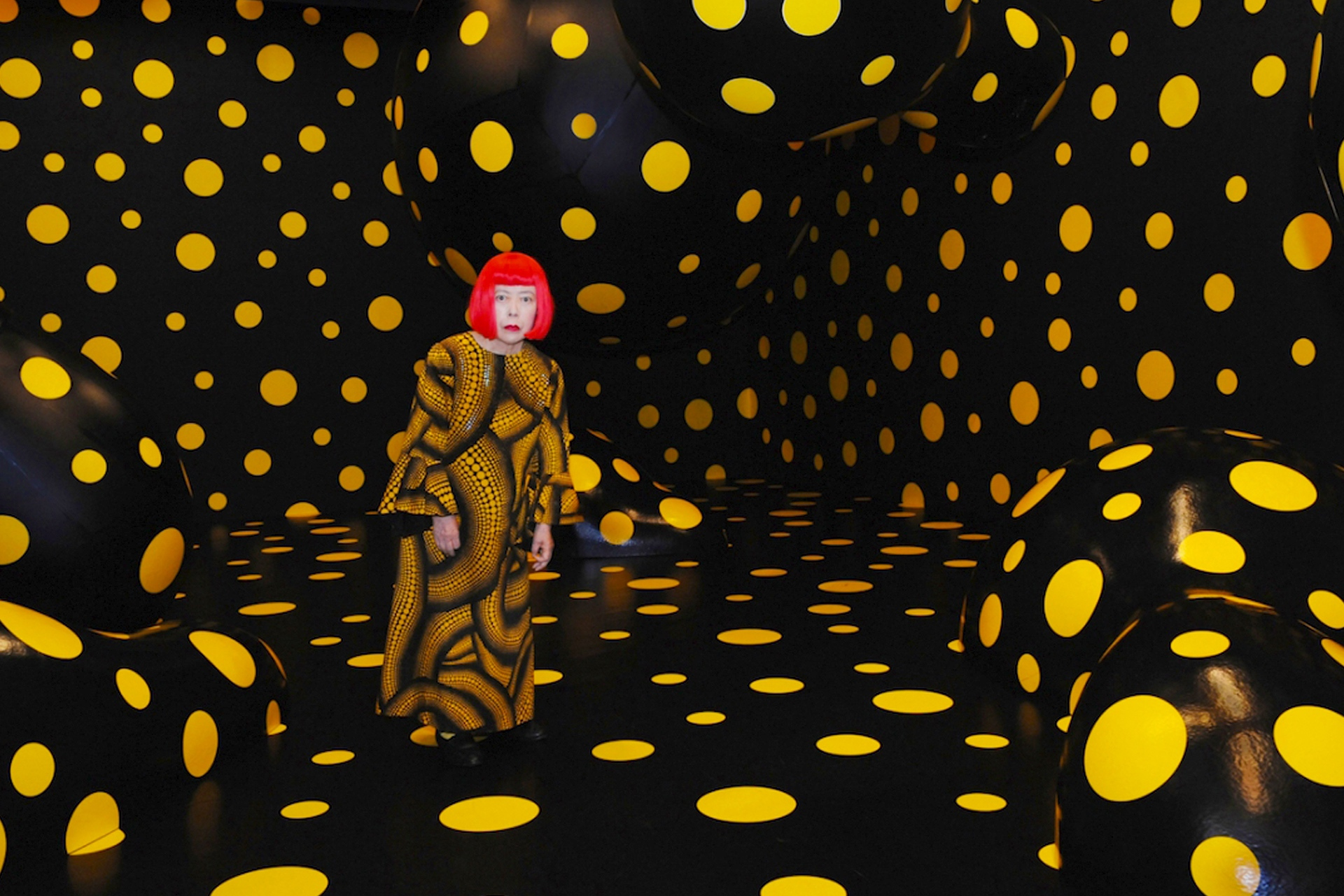 Dots Obsession Night (2008) by Yayoi Kusama - Pako Campo