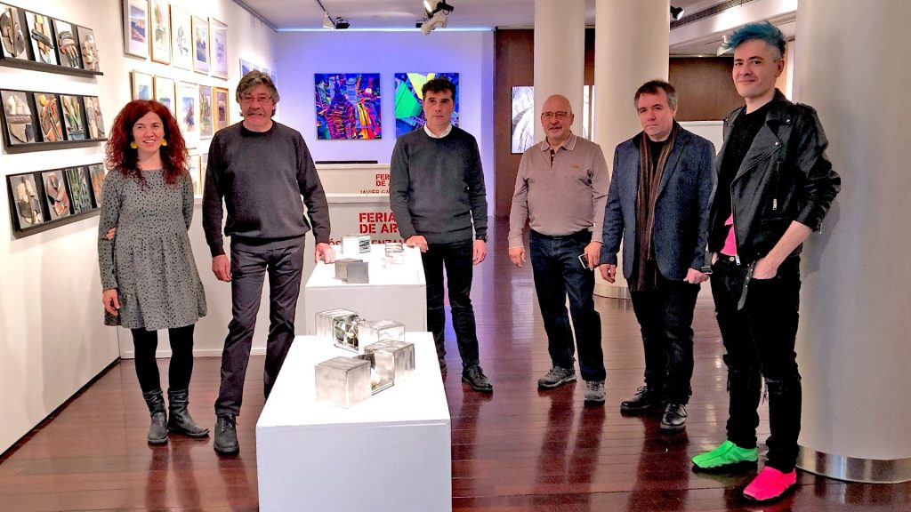 Artistas riojanos exponen en la Fundación Caja Rioja para animar a regalar arte en Navidad
